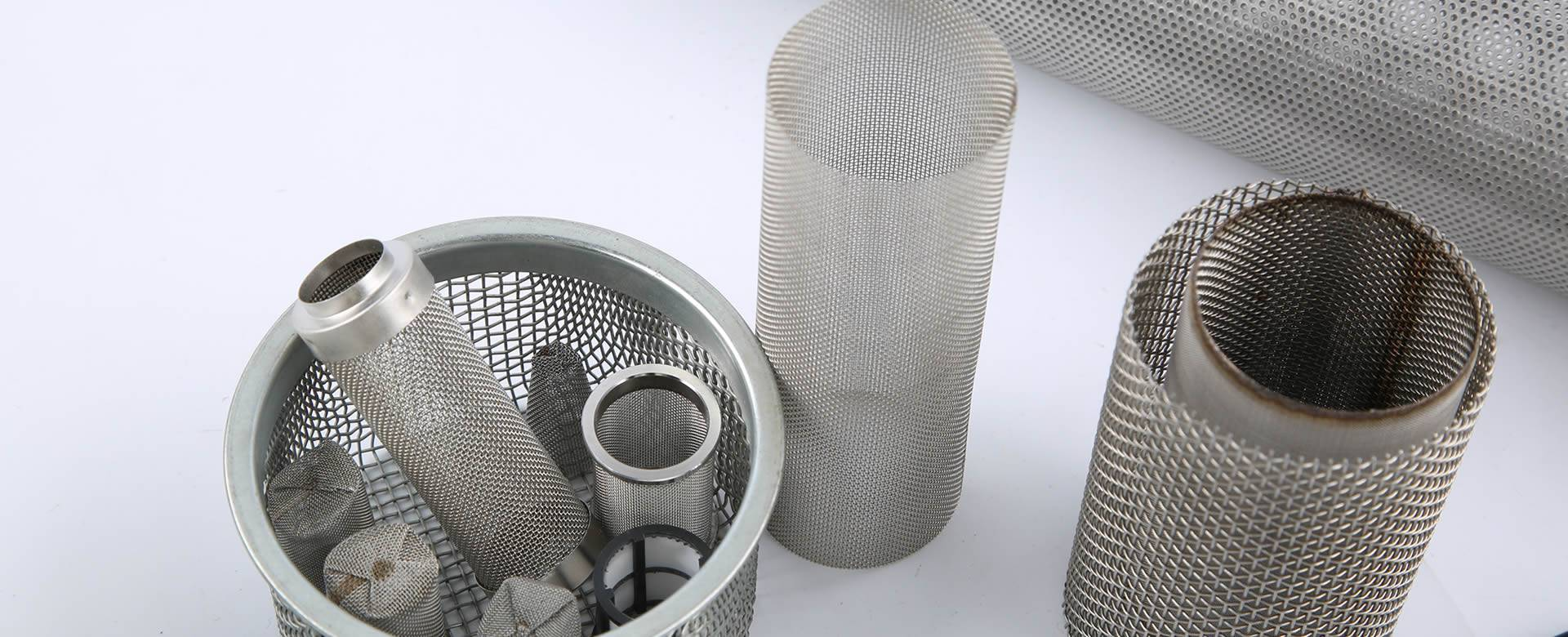 There are various sizes of cylindrical extruder screens.