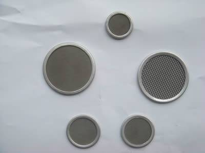 There are five stainless steel multilayer extruder screens with different sizes.