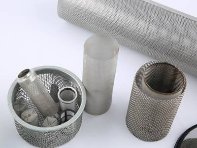 There are several cylindrical extruder screens with different shapes and sizes.