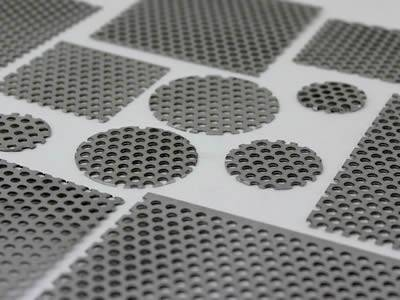 There are several perforated round and square extruder screens with different sizes.